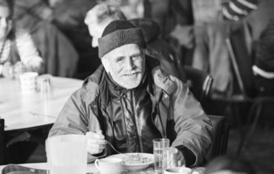 社区厨房:让多余的食物来驱除饥饿和孤独