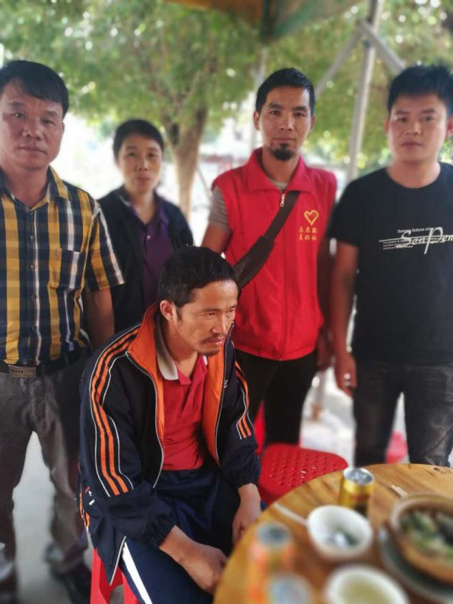 正能量乐虎国际app直播网红牛哥专访 救助15年流浪汉回家